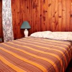 Queen size bed at Manor Cabin - Rental Cabins at Fernleigh Lodge