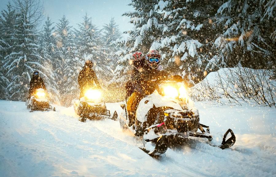 Winter Log Cabin Vacation Accommodation - Ontario